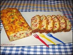 Chec aperitiv cu de toate Savory Snacks, Quiche, French Toast, Bacon, Good Food, Artisan, Food And Drink, Cooking, Breakfast