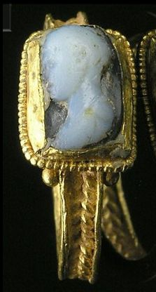 Roman gold ring set with a cameo, ca 3rd century AD