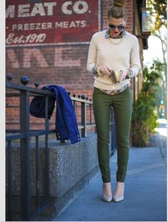 I so need green skinnys love her outfit