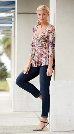 How to wear fit-and-flare tops Fit-and-flare tops are a little less common than dresses of the same style, but one of the most familiar fit-and-flare top styles is peplum. Peplum tops narrow at a woman's natural waistline, then flare out over the hips. Any top that widens as it reaches the hips can be considered a fit-and-flare style, though, so look for blouses, blazers or sweaters that give you that hourglass shape. Look for high-low and asymmetrical hemlines that will make the hips appear…
