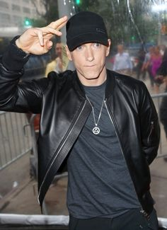 Listen to every Eminem track @ Iomoio Eminem Style, Eminem Rap, Eminem Music, The Real Slim Shady, Eminem Smiling, Divas, Eminem Photos, Hip Hop, Eminem Slim Shady