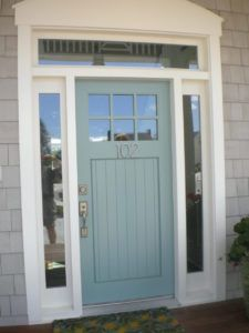 LIke the blue green front door paint colour with greige gray siding and white trim. Looks like BM Stratton Blue or Wythe Blue maybe #frontdoor #curbappeal