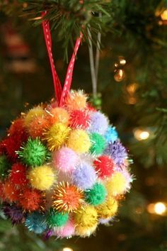 weihnachtsbaumschmuck kinder bastelideen pompoms kugel