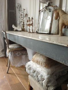 This would be a simple buffet table to make and put along the dining room wall.