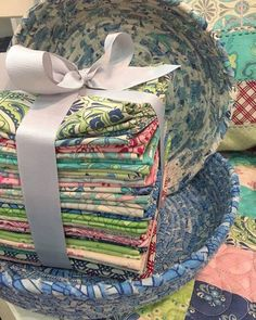 Mosaic Bloom Fat Quarter Bundle on Sale 20% off RRP $140 AUD with a free Mosaic Wreath pattern