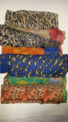 diferentes estampados. En bufandas disponibles