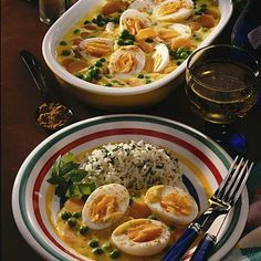 Eier in Currysoße mit Reis Our popular recipe for eggs in curry sauce with rice and more than Garlic Mushrooms, Stuffed Mushrooms, Milk Dessert, Food Staples, Ramen, Food And Drink, Veggies, Cooking Recipes, Vegetarian