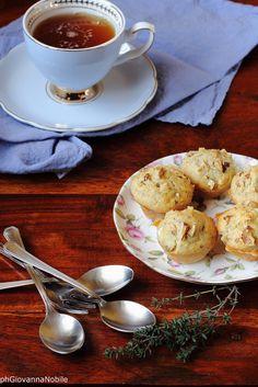 Mini muffin con robiola, noci e timo Ricetta/recipe: www.lacuocaeclettica.it/