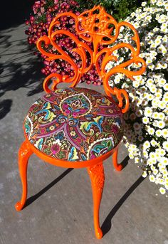 Vintage vanity chair makeover... Don't love the colors BUT the details are amazing