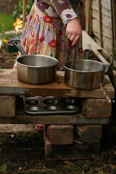 Create with your hands: Outdoor Play: Mud & Water Play Kitchen, – Diy Natural Playgrounds Mud Kitchen For Kids, Mud Pie Kitchen, Play Kitchens, Outdoor Play Spaces, Outdoor Fun, Outdoor Play Kitchen, Kids Clubhouse, Outdoor Activities For Kids, Family Activities