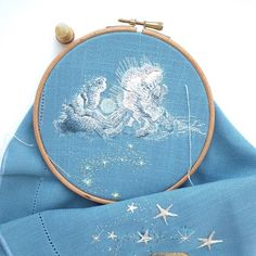 Bespoke Embroidery (@acru_) • Photos et vidéos Instagram Contemporary Embroidery, Modern Embroidery, Embroidery Patterns, Cross Stitch Patterns, Hand Embroidery Projects, Beautiful Hands, Hand Stitching, Needlepoint, Needlework