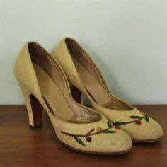 Women's 1940's Shoes - - Yahoo Image Search Results Vintage Dior, Vintage Fashion, Vintage Glamour, Vintage Style, Vintage Shoes Women, Vintage Ladies, 1940s Outfits, Vintage Outfits, Peep Toe Shoes