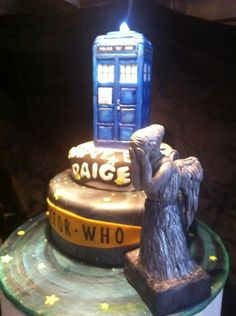 I want a birthday cake like this - yeah !! Just get the TARDIS ornament and you've reduced stress by 50%!
