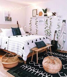 Boho bedroom decor cozy wood with black carpet Tumblr Bedroom Decor, Boho Bedroom Decor, Boho Room, Room Ideas Bedroom, Bedroom Designs, Bedroom Inspo, Boho Teen Bedroom, Cheap Bedroom Decor, Cheap Bedroom Makeover