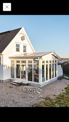All Season Porch, Small Sunroom, German Houses, Villa, Greenhouse Plans, Backyard Patio Designs, House Extensions, Facade Design, Interior And Exterior