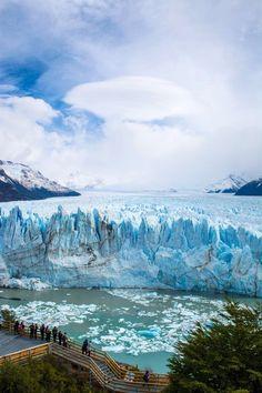 Este es el Glaciar Perito Moreno . La gente viene aquí para caminar y mirar la hermosa naturaleza.  Argentina Photography  Für Informationen Zugriff auf unsere Website  http://storelatina.com/argentina/travelling #travelargentina #viaje #traveling #viajando
