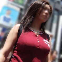 素人 デカいなぁ~とガン見しちゃう、着衣巨乳の素人お姉さんたち | 2枚目のエロ画像 | エロ画像.co