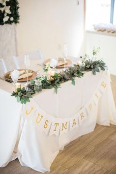 Colorful Indian-American Fusion Wedding in Palos Verdes, CA sweetheart table with green garland and gold plates - Beliebte Dekoration Lichterkette Floral Wedding, Rustic Wedding, Our Wedding, Wedding Flowers, Dream Wedding, Wedding Signs, Wedding Ceremony, Wedding Notes, Civil Wedding