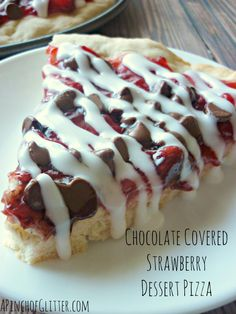 Chocolate Covered Strawberry Dessert Pizza with recipe for strawberry pie filling Strawberry Pizza, Strawberry Desserts, Summer Desserts, Just Desserts, Delicious Desserts, Dessert Recipes, Yummy Food, Yummy Treats, Sweet Treats