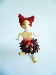 Femenine sculpture cartapesta and air dry clay. by ninotas on Etsy