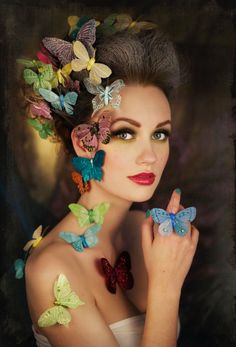 Mariposas y mujer por Marit Kristine Aasen on Butterfly Kisses, Butterfly Art, Butterfly Fashion, Madame Butterfly, Floral Fashion, Costume Papillon, Butterfly Costume, Butterfly Halloween, Halloween Fairy