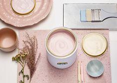 Sommerminner: Denne paletten består av nydelige pasteller. På bildet vises Pudderrosa 673. Følg linken for å se hele paletten. #farger #trend #maling #fargesette #pasteller #fargepalett #trendfarge2019 #pudderrosa #fargekombinasjoner Plates, Tableware, Pastel, Pictures, Licence Plates, Plate, Dinnerware, Dishes, Dish