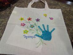 Bolsa de manta pintada con la mano del hijo(a).