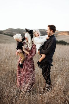Earth tones for family photos when in an open field or space with minimal darkness Toddler Family Photos, Summer Family Photos, Fall Family Pictures, Baby Family, Happy Family Photos, Cute Family, Family Pics, Family Shoot, Family Photo Sessions