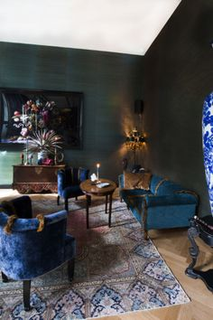 Hotel Costes in Paris. Beautiful blue chairs and sofa! My Living Room, Living Room Decor, Living Spaces, Home Furniture, Furniture Design, Interior Decorating, Interior Design, Bar Interior, Hotel Decor