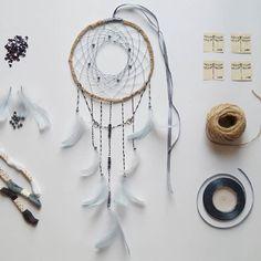 Łapacz snów / dreamcatcher  #dreamcatcher #twine #feathers #beats #dragonfly #macrame #handmade #łapaczsnów #łapaczesnów #koraliki #wazki #ważki #ważka #mikadiakow #recznierobione #ręcznierobione #pióra #piora #makrama #szturek #nić #lapaczsnow #nofilter #handmadewithlove #handmadewithlove❤ #grey #gold #white