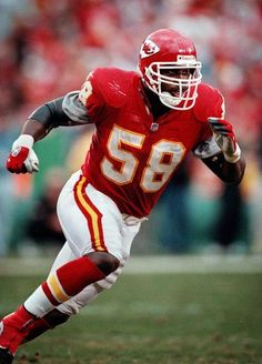Kansas City Chiefs (NFL, Derrick Thomas era, Best player, best look in franchise history. Kansas City Chiefs Football, Nfl Chiefs, Chiefs Logo, Nfl Football Players, Football Helmets, Pittsburgh Steelers, Football Pics, Indianapolis Colts, Cincinnati Reds