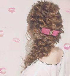 お呼ばれヘアのアクセサリーに人気♡憧れブランド『フェラガモバレッタ』の可愛い着け方カタログ* | marry[マリー]