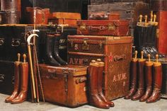 Decorating With Vintage Suitcases - Bing Images Vintage Trunks, Vintage Suitcases, Vintage Luggage, Vintage Bags, Equestrian Decor, Equestrian Style, Equestrian Boots, Equestrian Fashion, Fur Fashion