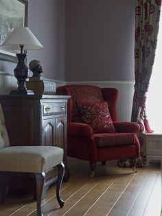 Gezellig zithoekje ■ Klassiek, Engels landelijke stijl. Wingback Chair, Armchair, Classic Interior, English Style, Home Office, Accent Chairs, Sweet Home, Victorian, Cozy