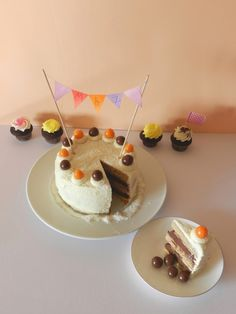 Layers banana cake  http://www.m-and-z.blogspot.de/2015/03/birthdaycake-battlefood29.html M&Z, recette, sucré, banane, chocolat blanc, ganache montée, chocolat noir, sablé breton, frosting, icing, glaçage, Battle food, BattleFood#29, Birthday cake, gâteau d'anniversaire