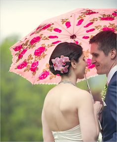 so sweet! Summer wedding photography with parasol