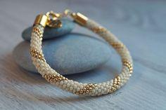 Mój pierwszyRęcznie robiony sznur szydełkowo-koralikowy // My first Bead crochet bracelet