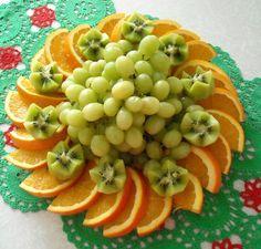 Fruit salad display edible arrangements Ideas for 2019 Best Fruits, Healthy Fruits, Fruits And Veggies, Fruit Decorations, Food Decoration, Fruit Tables, Best Fruit Salad, Fruit Creations, Food Garnishes