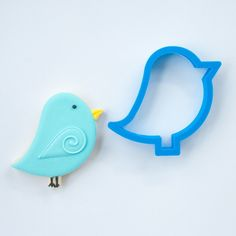 Our blue bird cookie cutter is a versatile design that can be used for Easter, spring birthdays, baby showers and many other occasions. Have a nature lover in your family; treat them to a vibrant deco