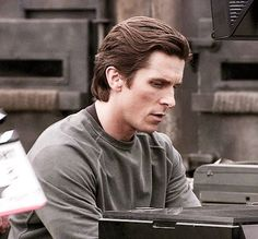 Behind The Scenes: Christian Bale in The Dark Knight (x) Batman Christian Bale, Christian Bale Hot, Bale Hair, Chris Bale, The Dark Knight Trilogy, A Writer's Life, Cultura Pop, Male Face, Beard Styles