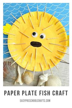 Puffer Fish Paper Plate Fish Craft - Kids love making animals out of paper plates! This puffer fish #craft is perfect for #toddlers and #preschool age and works well for under the sea theme learning. If you're looking for cute ocean crafts, this one is FUN! #paperplate #fish