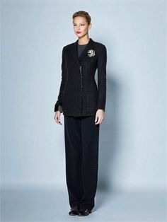 A collection designed by Giorgio Armani for working women Feminine Style, Feminine Fashion, Japanese Denim, Capsule, Dress Hats, Parisian Chic, Airport Style, Red Shoes, Giorgio Armani
