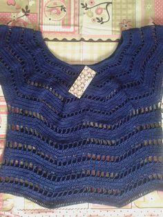 blusa em crochê feita com linha cléa dupla, pode ser feita em qualquer cor . o valor vária conforme o tamanho. P = 100,00 M = 130,00 G = 180,00