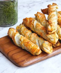 These 4 ingredient pesto and cheese puff pastry twists make the most delicious snack or party appetizer. Savoury Finger Food, Savory Snacks, Yummy Snacks, Savoury Pastry Recipe, Puff Pastry Recipes, Vegetarian Pastries, Vegetarian Recipes, Appetizer Recipes, Snack Recipes