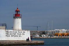 Baliza roja de entrada al puerto de Eivissa (Ibiza, Islas Baleares)