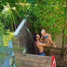 Not quite an indoor pool but love an outdoor sower. tropical patio Back deck and hot tub ideas - reminds me of Mendocino. Outdoor Bathrooms, Outdoor Baths, Garden Makeover, Backyard Makeover, Outdoor Projects, Pallet Projects, Pallet Ideas, Diy Pallet, Outside Showers