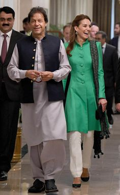 Kate Middleton Photos - Catherine, Duchess of Cambridge meets with the Prime Minister of Pakistan, Imran Khan at his official residence on October 2019 in Islamabad, Pakistan. - The Duke And Duchess Of Cambridge Visit Islamabad - Day Two Kate Middleton Photos, Kate Middleton Style, Duke And Duchess, Duchess Of Cambridge, Imran Khan Wedding, Jemima Goldsmith, Imran Khan Pakistan, Catherine Walker, Prince William