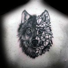 Herrn mit Halb Geometric Wolf Zurück Tattoo