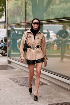 See the Latest Milan Fashion Week Street Style Spring 2020 Milan Fashion Week Street Style, Asian Street Style, Spring Street Style, Milan Fashion Weeks, Street Style Women, Street Styles, London Fashion, Outfit Look, Chinese Style