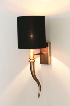 Die Wandlampen mit Schirmen sind seit Jahren wieder in Mode. Bei richhome gibt es eine große Auswahl an Lampenschirmen für aller Art-Leuchten.